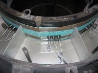 Инсталляция контактных болтов в верхней части печи